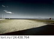 Купить «France, port de Nouvel, sandy beach, Europe, coast, coastal scenery, beach, beach, Sand, deserted, rest, silence, loneliness, exit, width, distance, horizon», фото № 24438764, снято 14 октября 2005 г. (c) mauritius images / Фотобанк Лори