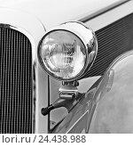 Купить «Car, Oldtimer, cooler grill, headlights, detail, b/w,», фото № 24438988, снято 19 августа 2018 г. (c) mauritius images / Фотобанк Лори