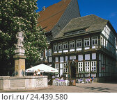 "Купить «Germany, Lower Saxony, Einbeck, inn ""Brodhaus"", street cafe, Europe, town, summer, well, village well, half-timbered house, half-timbered, architecture, place of interest, street the Weser Renaissance», фото № 24439580, снято 16 февраля 2001 г. (c) mauritius images / Фотобанк Лори"