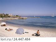 Купить «France, Cote D azure, Antibes, beach, Europe, French Riviera, coast, the Mediterranean Sea, seaside resort, beach, sandy beach, bathers, summer vacation...», фото № 24447484, снято 8 января 2004 г. (c) mauritius images / Фотобанк Лори