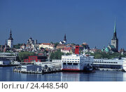 Купить «Estonia, Tallinn, town view, harbour, passenger liner», фото № 24448540, снято 20 апреля 2018 г. (c) mauritius images / Фотобанк Лори