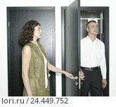 Купить «Room doors, woman, door, open, entry, man, escape, detail, occupation, business, doors, black, side by side, office workers, 30 - 45 years, open, enter...», фото № 24449752, снято 20 декабря 2005 г. (c) mauritius images / Фотобанк Лори