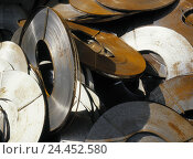 Купить «Band steel rolling, rusts, detail, scrap yard, iron scrap metal, scrap metal, steel, band steel, unrolled, rolling, recycling, recycling, re-use, rust...», фото № 24452580, снято 4 ноября 2005 г. (c) mauritius images / Фотобанк Лори