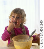 Купить «Child, girl, bake, dough, nibble cuisine, infant, blond, four-year-old, bowl, bowl, whisk, cake dough, finger, lick off, cost, try, near, inside», фото № 24458240, снято 27 июля 2001 г. (c) mauritius images / Фотобанк Лори