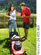 Купить «Woman, lawn mower, man, instruction, explanation, conflict, model released, garden, gardening, couple, meadow, turf, mow, turf mowing, electric lawn mower, point, declare, fight, annoyance», фото № 24459464, снято 9 июля 2002 г. (c) mauritius images / Фотобанк Лори