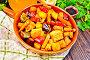 Жаркое с овощами и медом в сковороде на доске, фото № 24461088, снято 16 октября 2016 г. (c) Резеда Костылева / Фотобанк Лори