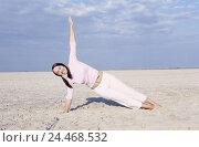 Купить «Beach, woman, young, leisurewear, barefoot, yoga practise, 20-30 years, 20 years, dark-haired, lie, support arm, feet, stretch, yoga, meditation, rest...», фото № 24468532, снято 9 декабря 2004 г. (c) mauritius images / Фотобанк Лори