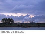 Купить «Germany, North Rhine-Westphalia, Rhine shore, Duisburg, industrial plant, beautyful clouds, evening, Europe, dysentery area, dysentery pot, industry, economy...», фото № 24486260, снято 20 октября 2005 г. (c) mauritius images / Фотобанк Лори
