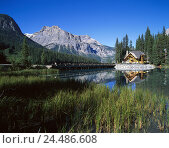 Купить «Canada, British Columbia, Yoho, national park, Emerald Lake, lodge, Rocky Mountains Canada, west Canada, Emerald Lake Lodge, holiday's hotel, hotel, wooden...», фото № 24486608, снято 2 января 2006 г. (c) mauritius images / Фотобанк Лори