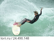 Купить «Wave, surfer, gesture, balance, Europe, France, the South France, close Biarritz, coast, Atlantic coast, the Atlantic, Atlantic, sea, golf Biscaya, man...», фото № 24490148, снято 7 мая 2004 г. (c) mauritius images / Фотобанк Лори