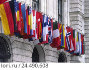 Купить «Austria, Vienna, new Hofburg, facade, detail, flags, Europe, town, capital, building, curves, windows, flags, flag, flags of the country, flags of the...», фото № 24490608, снято 3 ноября 2005 г. (c) mauritius images / Фотобанк Лори
