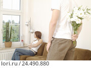 Купить «Sofa, woman, sit, sulk, man, stand, backs, bouquet, hide, curled 18 + 27 years, young persons, teenagers, respect, partnership, fight, respect problems...», фото № 24490880, снято 23 декабря 2005 г. (c) mauritius images / Фотобанк Лори