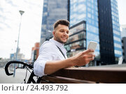 happy man with smartphone and bicycle in city. Стоковое фото, фотограф Syda Productions / Фотобанк Лори