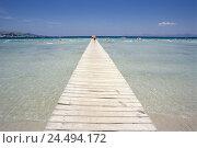 Купить «Spain, Majorca, Alcudia, sea, bridge, bathers, the Mediterranean Sea, the Balearic Islands, island, wooden jetty, sea view, width, distance, horizon, infinity...», фото № 24494172, снято 18 октября 2004 г. (c) mauritius images / Фотобанк Лори
