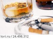Купить «Ashtray, cigarette, whisky glass, detail, blur,», фото № 24498312, снято 7 апреля 2009 г. (c) mauritius images / Фотобанк Лори