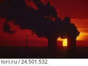 Купить «Germany, Bavaria, Schweinfurt, nuclear power plant field Grafenrhein, sundown, afterglow, cooling towers, smoke,», фото № 24501532, снято 20 мая 2009 г. (c) mauritius images / Фотобанк Лори