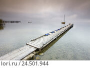 Купить «Jetty, lake, morning fog, stormy atmosphere,», фото № 24501944, снято 15 августа 2018 г. (c) mauritius images / Фотобанк Лори