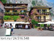 Купить «Italy, Lombardy, Gardasee, west shore, lime sul Garda, Piazzetta, tourists,», фото № 24516548, снято 9 декабря 2009 г. (c) mauritius images / Фотобанк Лори