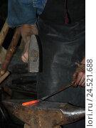 Купить «Кузница», фото № 24521688, снято 22 июня 2008 г. (c) nadegdaf / Фотобанк Лори