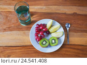 Купить «Plates, fruit, glass, water, spoon, top view, Stilllife, Food, wooden table, fruit plate, fruits, chopped, pieces, water glass, healthy, vitamins, low...», фото № 24541408, снято 3 сентября 2008 г. (c) mauritius images / Фотобанк Лори