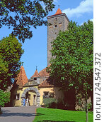 Купить «Germany, Bavaria, Rothen's castle o.d. T., castle goal, Rothen's castle, Middle Ages, city fortification, castle, tower, place of interest, tourism, person, tourist,», фото № 24547372, снято 9 августа 2010 г. (c) mauritius images / Фотобанк Лори