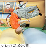 Купить «Boy, castle Hüpf, jump, somersault, model released, people, childhood, motion, fun, hop, child, role, fun, funny, sport, sportily, crack, überkopf, somersault,», фото № 24555688, снято 31 июля 2009 г. (c) mauritius images / Фотобанк Лори