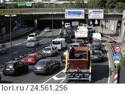 Купить «Traffic in the headlight mountain ring in Munich,», фото № 24561256, снято 15 июня 2009 г. (c) mauritius images / Фотобанк Лори