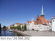 Купить «Germany, Schleswig-Holstein, Lübeck (city), historic houses with St. Peter's Church on the Obertrave,», фото № 24566292, снято 25 сентября 2018 г. (c) mauritius images / Фотобанк Лори