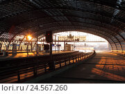 Купить «Germany, Berlin, central station, station hall with platforms and tracks,», фото № 24567260, снято 21 мая 2018 г. (c) mauritius images / Фотобанк Лори