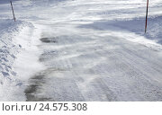 Купить «narrow street, blizzard, alps, alp world, alp room, winter, street, pavement, snow caps, snowy, snow, snow-covered, surface, weather, wind, wind gust,...», фото № 24575308, снято 10 февраля 2011 г. (c) mauritius images / Фотобанк Лори