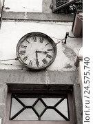 Купить «France, Auvergne, Puy-de-Dome, Champeix, facade, station clock, old, b/w,», фото № 24575740, снято 17 августа 2018 г. (c) mauritius images / Фотобанк Лори