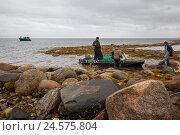 Купить «Рыбаки на острове Анзер. Соловки.», фото № 24575804, снято 21 февраля 2020 г. (c) Igor Lijashkov / Фотобанк Лори
