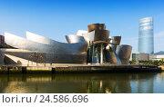 Guggenheim Museum and Torre Iberdrola. Bilbao (2015 год). Редакционное фото, фотограф Яков Филимонов / Фотобанк Лори