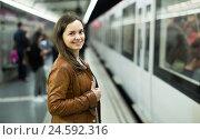 Купить «Girl waiting for metro train», фото № 24592316, снято 23 апреля 2019 г. (c) Яков Филимонов / Фотобанк Лори