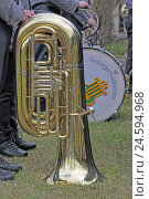 Купить «Musical instrument tuba put down on meadow,», фото № 24594968, снято 15 апреля 2011 г. (c) mauritius images / Фотобанк Лори