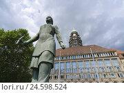 Купить «New city hall, remains woman's monument, Dresden, Saxon, Germany,», фото № 24598524, снято 22 июля 2018 г. (c) mauritius images / Фотобанк Лори