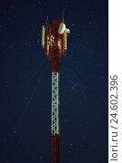 Сотовая вышка на фоне звездного неба. Стоковое фото, фотограф Евгений Беляев / Фотобанк Лори