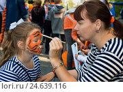Купить «Карнавальное шествие в городе Владивостоке в защиту Уссурийского тигра», фото № 24639116, снято 25 сентября 2016 г. (c) Георгий Хрущев / Фотобанк Лори