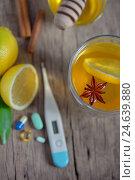 Горячий лимонный чай и таблетки. Стоковое фото, фотограф Iordache Magdalena / Фотобанк Лори