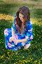 Молодая женщина собирает цветы на лугу, фото № 24639992, снято 20 августа 2017 г. (c) Галина Тимонько / Фотобанк Лори