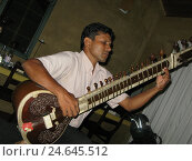 Купить «Sri Lanka, musician, sitar, play, sit, side view, no model release, people, local, man, sitar player, music, instrument, musical instrument, stringed instrument...», фото № 24645512, снято 19 декабря 2007 г. (c) mauritius images / Фотобанк Лори