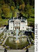 Купить «Linderhof Palace, Ettal, Bavaria, Germany.», фото № 24648840, снято 29 сентября 2016 г. (c) age Fotostock / Фотобанк Лори