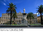 Купить «Italy, island Sardinia, Sassari, Piazza d'Italia, monument, palms, city hall, administration, medievally, building, palms, people, tourists,», фото № 24652540, снято 15 сентября 2010 г. (c) mauritius images / Фотобанк Лори