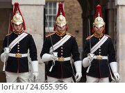 Купить «Great Britain, London, Horse Guards, Queen's Life Guards,», фото № 24655956, снято 15 августа 2018 г. (c) mauritius images / Фотобанк Лори