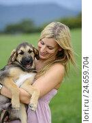 Купить «Young woman, dog puppy, carrying, looking at camera,», фото № 24659704, снято 20 сентября 2018 г. (c) mauritius images / Фотобанк Лори