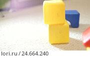 Детские кубики три дубля. Стоковое видео, видеограф Рамиль Бакиров / Фотобанк Лори