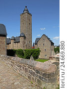 Купить «Germany, Hessen, Steinau in the street, lock, donjon, on the right it: Southern goal house, in 1554, behind it: Cheek house, in 1555, on the left on the edge: Slaughter-house, in 1556,», фото № 24669880, снято 15 июня 2012 г. (c) mauritius images / Фотобанк Лори