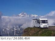 Купить «Switzerland, Furkapass, camper,», фото № 24686464, снято 14 декабря 2018 г. (c) mauritius images / Фотобанк Лори