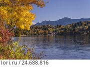 Купить «Germany, Bavaria, Upper Bavaria, priest's angle, Seehausen in the series lake, lakeside against home garden,», фото № 24688816, снято 23 июля 2018 г. (c) mauritius images / Фотобанк Лори