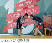 Выступление спортсменов на форуме ГТО на Поклонной горе. Москва (2014 год). Редакционное фото, фотограф Free Wind / Фотобанк Лори